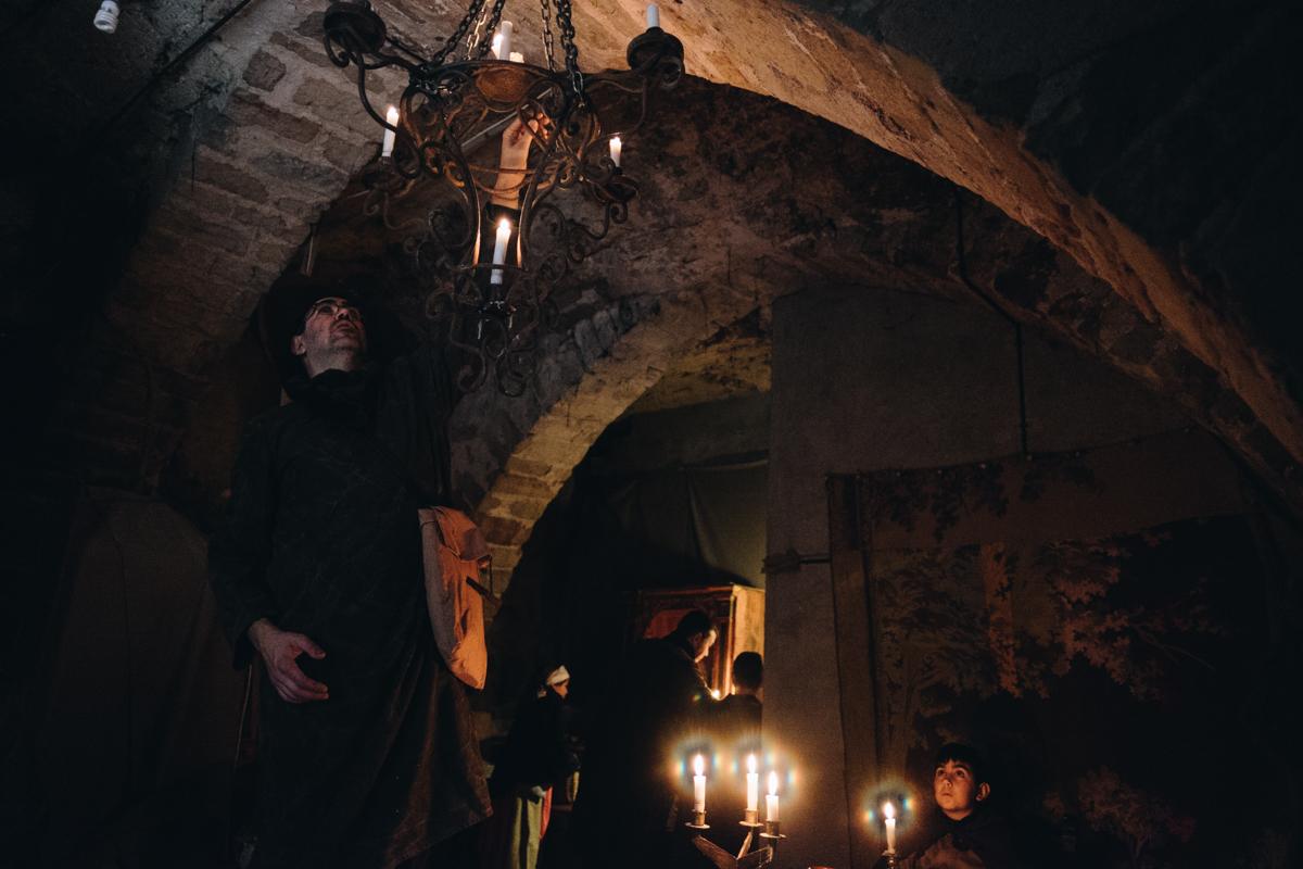 """Interior de un hostal durante los días de celebración de la fiesta de """" Los Romeú""""."""